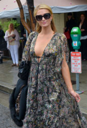 Paris Hilton - Palm Restaurant in Beverly Hills