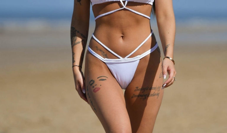 Celebrity Bikini – Jennifer Thompson in Bikini at a Beach in Alicante