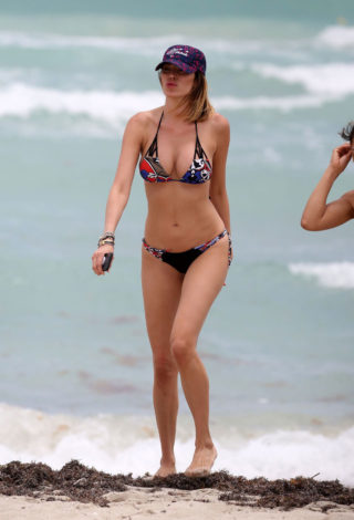 Aida Yespica in Bikini on the Beach in Miami