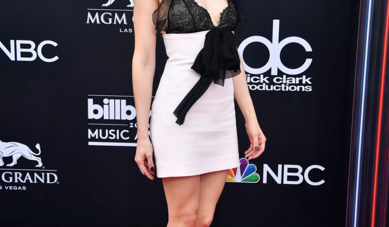 Red Carpet – Alison Brie at 2018 Billboard Music Awards