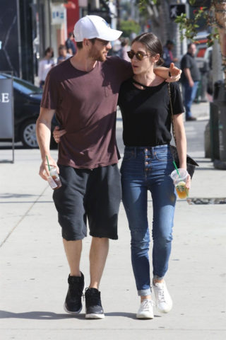 Lizzy Caplan and Tom Riley in Beverly Hills