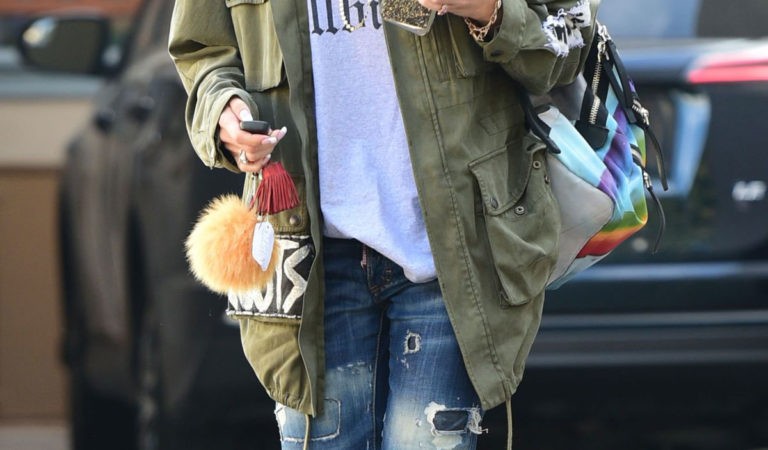 Celebrity Hairstyle – Gwen Stefani Leaves Nail Salon in Los Angeles