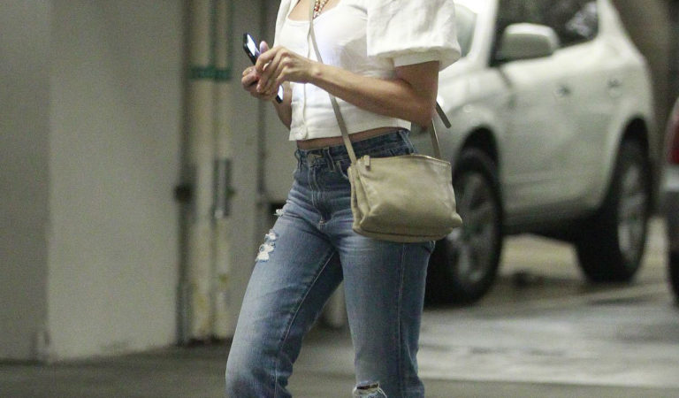 Celebrity Ripped Jeans – Jenna Dewan Out in Los Angeles