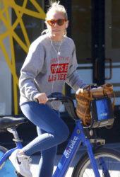 Sienna Miller bike ride through the city of New York