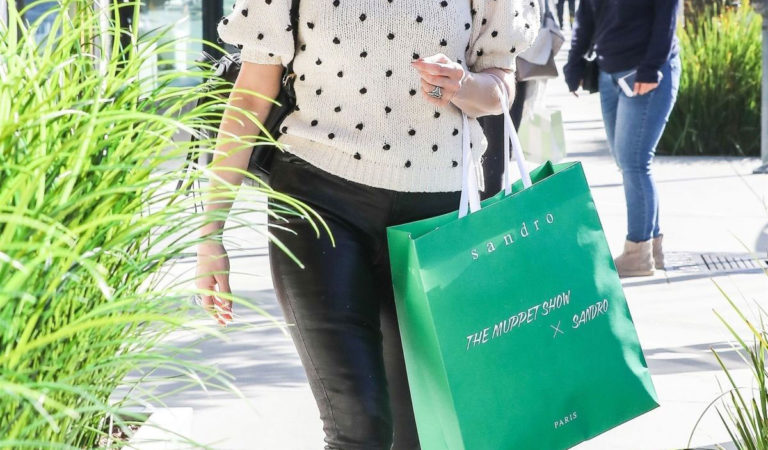 Celebrity Shopping – Ashlee Simpson Out Shopping in Beverly Hills