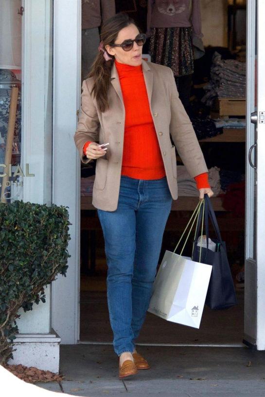 Jennifer Garner Christmas Shopping in Brentwood