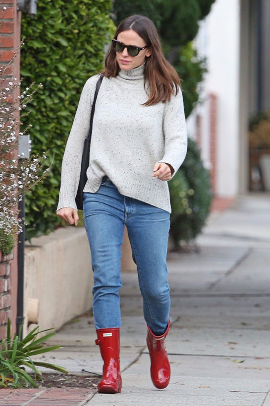 Jennifer Garner in Denim and Red Rubber Boots Out in Los Angeles