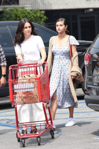 Selena Gomez - Trader Joe's in Los Angeles