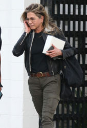 Jennifer Aniston - Out in Beverly Hills