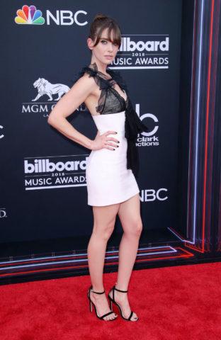 Alison Brie at 2018 Billboard Music Awards