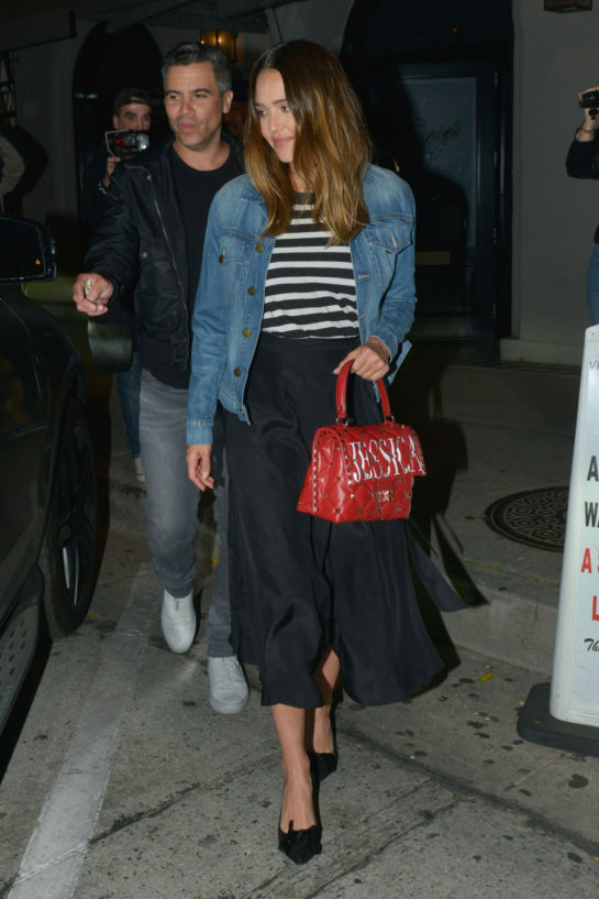 Jessica Alba Leaves Craig's in Beverly Hills
