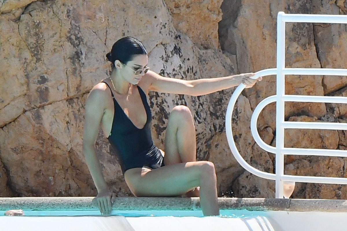 Celebrity Swimsuit Kendall Jenner Justfabzz
