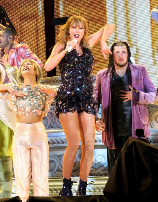 Taylor Swift Performed at the Rose Bowl in Pasadena