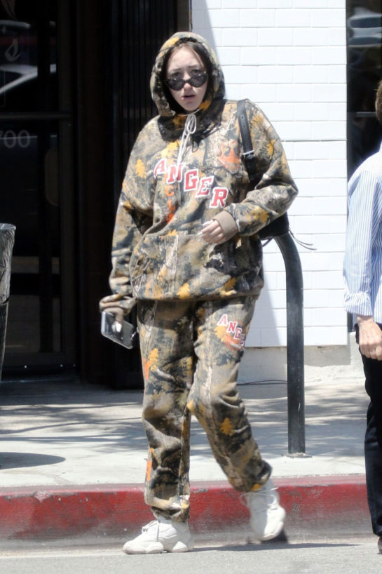 Noah Cyrus – Out in Studio City