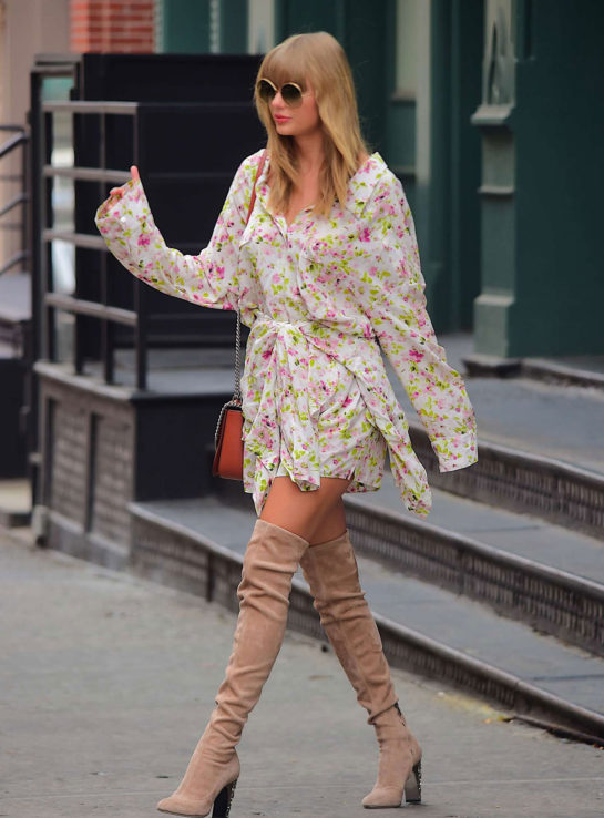 Taylor Swift Leaves her Home in New York City