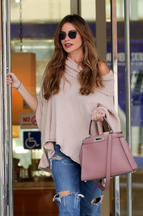 Sofía Vergara in Ripped Denim Out Shopping in Beverly HillsSofía Vergara in Ripped Denim Out Shopping in Beverly Hills