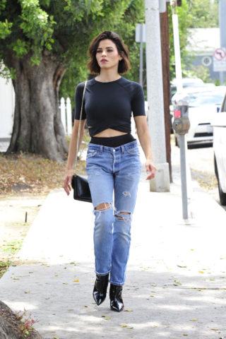 Jenna Dewan in Ripped Jeans Out for Breakfast in Santa Monica