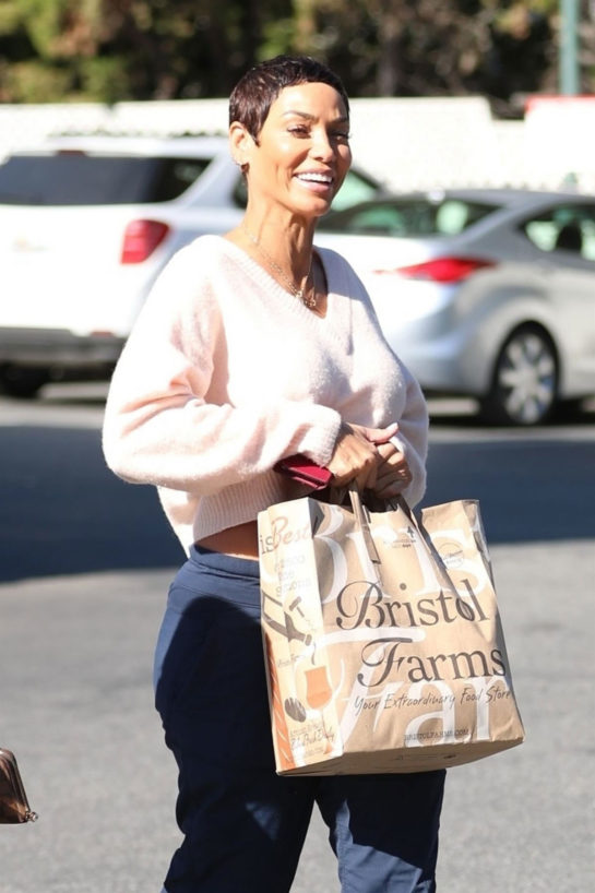 Nicole Murphy Shopping at Bristol Farms in Beverly Hills