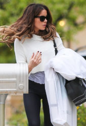 Kate Beckinsale Arrives at Her Home in Santa Monica