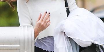 Kate Beckinsale Arrives at Her Home in Santa Monica