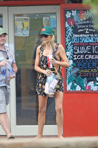 Stephanie Pratt Out Shopping on Vacation in Hawaii
