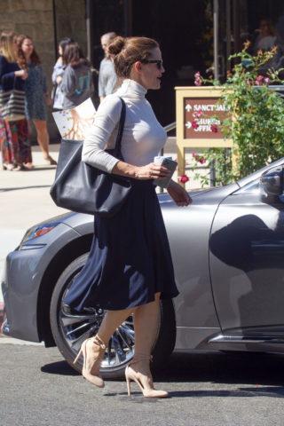 Jennifer Garner Leaves Church in Pacific Palisades