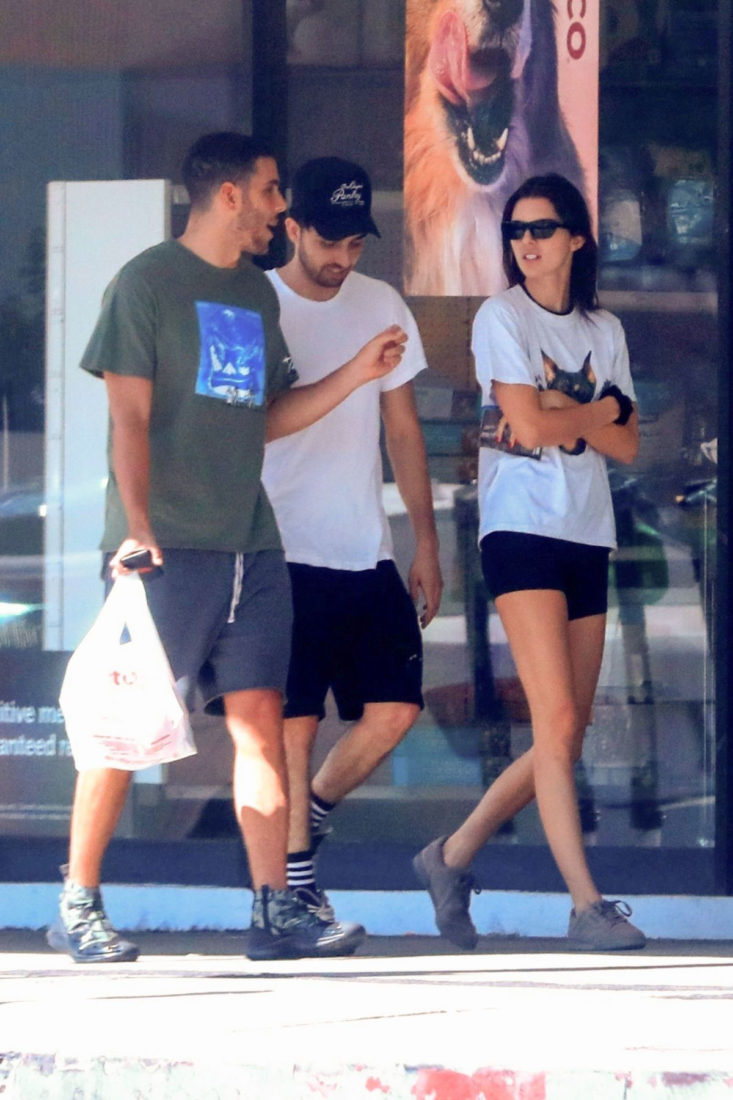 Kendall Jenner Shopping at Petco in West Hollywood