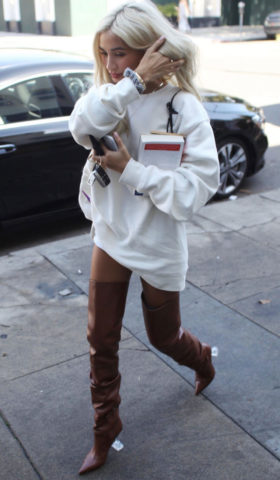 Pia Mia Perez Out Shopping on Melrose Place in West Hollywood