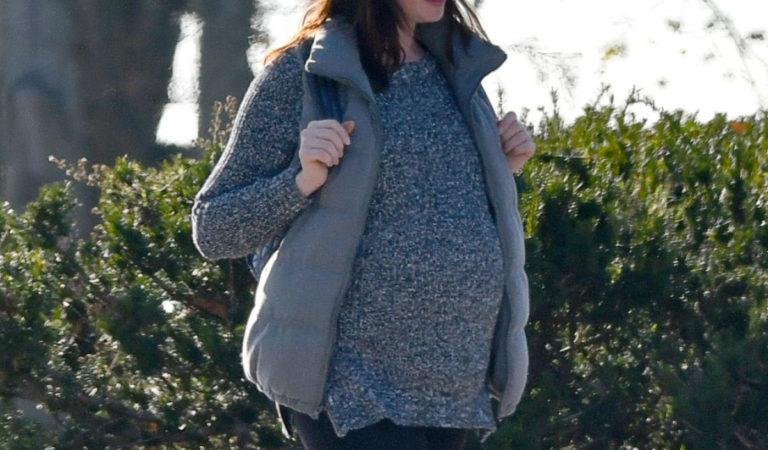 Pregnant Celebrities – Pregnant Anne Hathaway Out in Westport