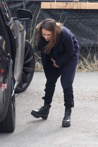 Jessica Alba Going Christmas Tree Shopping in Beverly Hills
