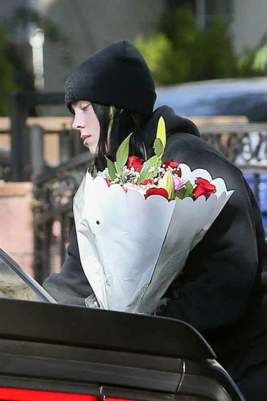 Billie Eilish Dropping off bouquets of flowers to friends in Los Angeles