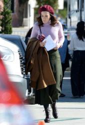 "Street Style - Mandy Moore On the set of ""This Is Us"" in LA"
