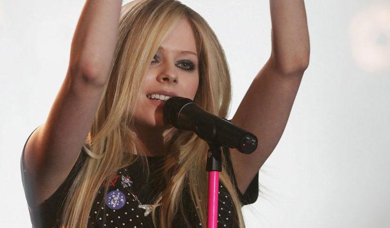 Celebrity Concert – Avril Lavigne at MTV Live Concert in Paris