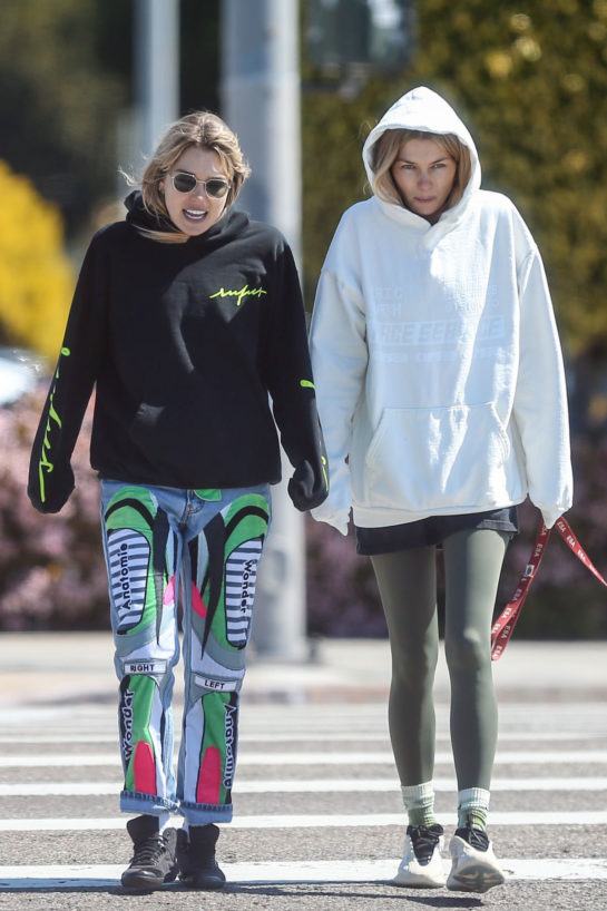 Jessica and Ashley Hart out for a walk in Los Angeles