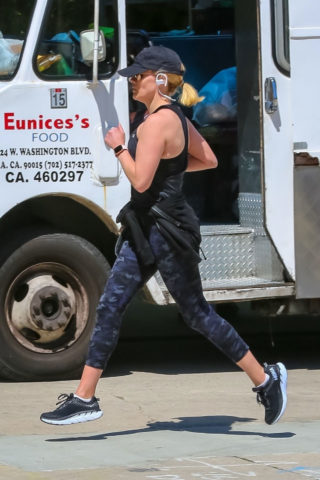 Reese Witherspoon Out for a jog in Brentwood