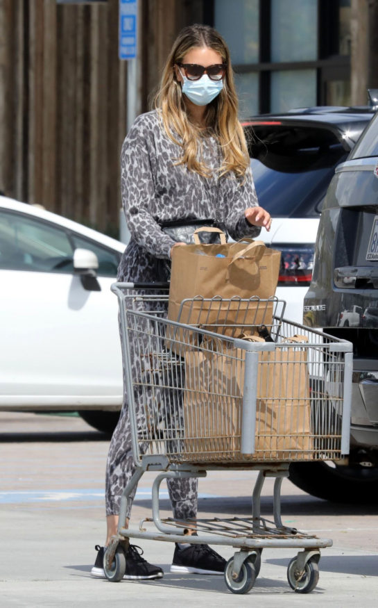 April Love Geary shopping out for a grocery in Malibu donning a face mask