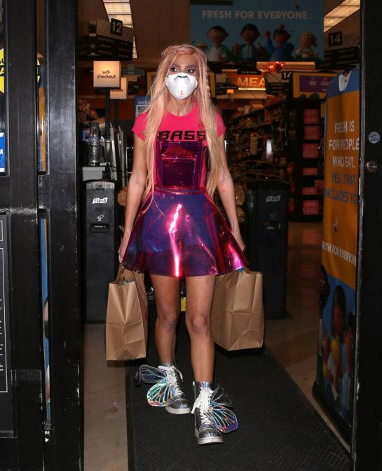 Megan Pormer Picks up Groceries at Ralphs Supermarket in West Hollywood