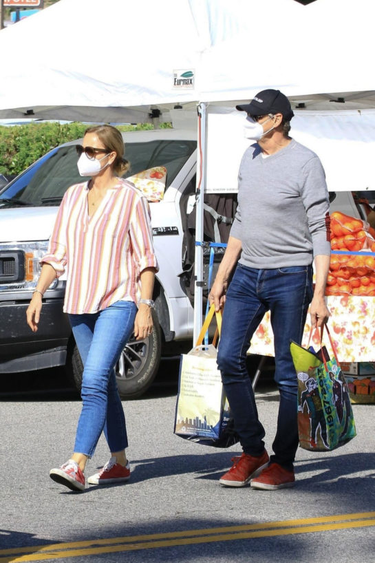 Jenna Fischer Shopping at Farmer's Market in Studio City