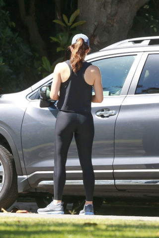 Jennifer Garner in Tights Out in Pacific Palisades