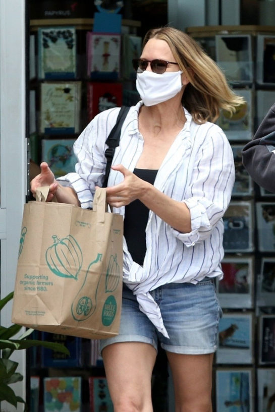 Robin Wright shopping some groceries in Malibu