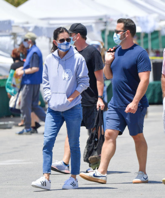 Courteney Cox and Johnny McDaid at Farmer's Market in Malibu