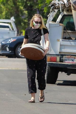 Dakota Fanning Shopping at a Plant Nursery in LA