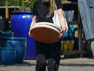Dakota Fanning Shopping at a Plant Nursery in LA