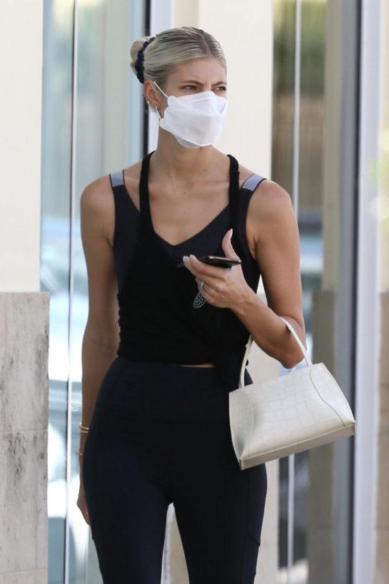 Devon Windsor arrives at Pilates class in Miami