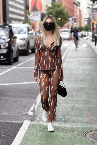 Emily Ratajkowski Out for Dinner in New York
