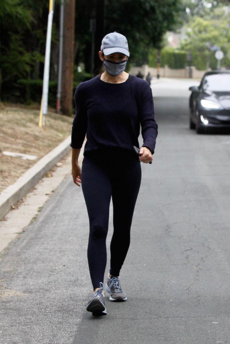 Jennifer Garner Morning Walk in Brentwood