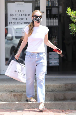 Leslie Mann Shopping at Beauty Collection in Malibu