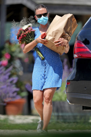 Scarlett Johansson Shopping at Farmer's Market in New York