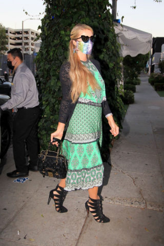 Paris Hilton Arrives at The Ivy in Los Angeles