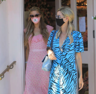Paris and Nicky Hilton Out in Los Angeles